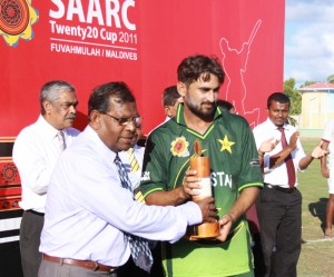 Man of the tournament Awais Zia receiving trophy from Mr. Keneree Abdul Sattar